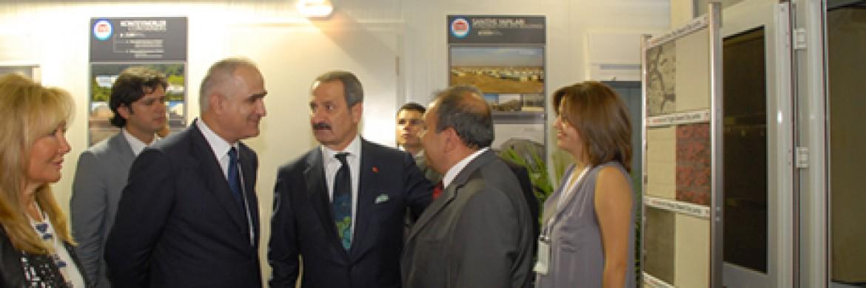 زار وزير الإقتصاد السيد ظفر جاغلايان جناح شركتنا الموجود بمعرض ميغا بيلد للإنشاءات